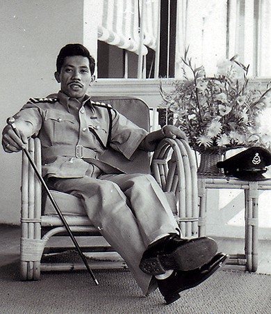Raja Kassim when he was Inspector in Ipoh. This photo was taken at the Istana Bendahara, official residence of the RDH Perak. (Source: Raja Muzaffar Kamaralzaman)